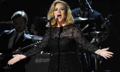 O contrato assinado por Adele é o mais alto já pago a uma mulher na história da música Foto: Mario Anzuoni / REUTERS