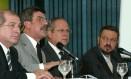O então ministro da Previdência Social Romero Jucá (de terno claro), durante lançamento do Programa de Modernização da Gestão da Previdência Social Foto: Ailton de Freitas / Arquivo O Globo 24.03.2005