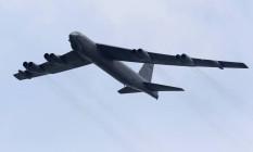 Avião da Força Aérea Americana durante voo sobre o Pacífico Foto: TIM CHONG / REUTERS