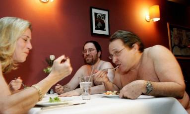 Restaurante atrai clientes com proposta nudista Foto: Reuters