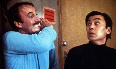 Burt Kwouk com Peter Sellers em 'A Pantera Cor de Rosa' Foto: Reprodução