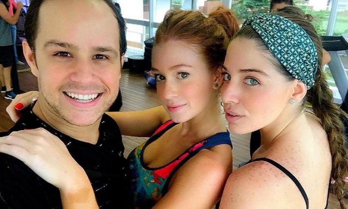 Grazi e Marina Ruy Barbosa rebolam muito em aula de dança