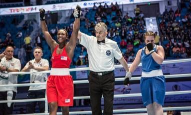 Claresa Shields (EUA) comemora a vitória sobre Violleta Knyazeva, do Cazaquistão: com o resultado, brasileira Andreia Bandeira herda vaga nos Jogos de 2016 Foto: Divulgação Aiba