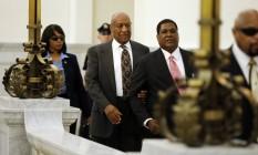 Cosby chegou à audiência amparado por Andrew Wyatt Foto: Matt Rourke / AP