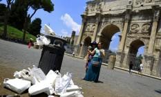 Arco de Constantino, visto a partir da sujeita de lata de lixo: conservação em Roma é desafio Foto: Tony Gentile / REUTERS
