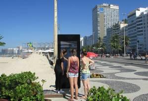 Totem instalado na orla da praia de Copacabana Foto: Divulgação