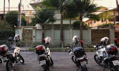 Segurança foi reforçada na casa do presidente interino Michel Temer, em São Paulo Foto: Edilson Dantas / Agência O Globo