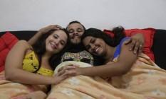 Yasmin Nepomuceno, Leandro Jonattan e Thais Souza de Oliveira se casaram em abril Foto: Marcelo Carnaval / Agência O Globo