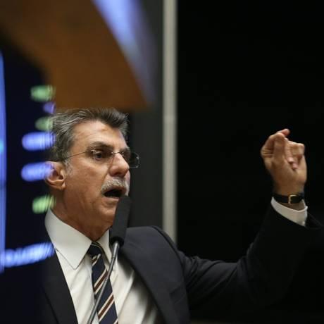 Jucá discursa em sessão do Congresso: críticas aos adversários com acusações e palavrões Foto: Andre Coelho / Agência O Globo / 24-5-2016