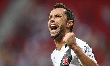 Nenê comemora mais um gol pelo Vasco, desta vez contra o Vila Nova Foto: Jorge William