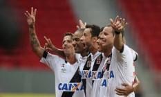 Diguinho, Rodrigo, Nenê, Evander e Marcelo Mattos comemoram um dos gols do Vasco na vitória por 2 a 0 sobre o Vila Nova Foto: Jorge William