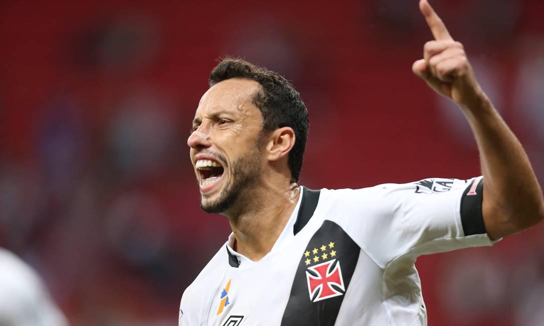 Nenê tem, agora, 12 gols na temporada, cinco na Série B em três jogos Jorge William