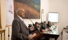 O presidente do TJ/RJ, desembargador Luiz Fernando Ribeiro de Carvalho, realizou a assinatura do Ato Normativo para criação do programa Adoção em Pauta Foto: Márcia Foletto / Agência O Globo