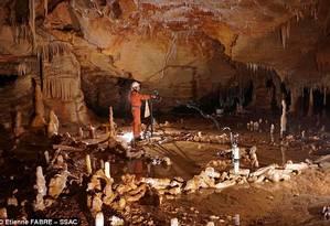 Local da descoberta, numa caverna na França Foto: Michel Soulier / Divulgação/SSAC