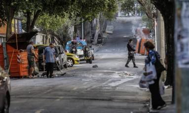 Comércio da Avenida 28 de Setembro fechado por causa de tiroteiro no Morro dos Macacos Foto: Alexandre Cassiano / Agência O Globo