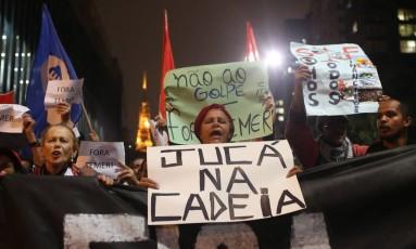 Frente popular e UNE levam representantes para ato na Avenida Paulista Foto: Pedro Kirilos/Agência O Globo