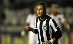 Neilton comemora o gol da primeira vitória alvinegra no Brasileiro: 2 a 1 no Atlético-PR Foto: Vitor Silva/SSPress/Botafogo