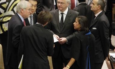 Vitaly Churkin (centro). Embaixador russo nas Nações Unidas acusou governo turco de facilitar ações terroristas de grupos extremistas na Síria Foto: Richard Drew / AP
