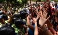 Polícia bloqueia estudantes universitários em protesto na Venezuela