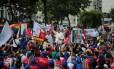 Maduro cumprimenta apoiadores em manifestação em Caracas