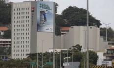 Exceção à lei. O anúncio no hotel: ambientalistas criticam poluição visual Foto: Agência O Globo / Domingos Peixoto