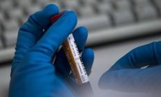 Uma amostra do laboratório antidoping da Rússia, onde vários atletas estão sendo flagrados em novos exames Foto: Alexander Zemlianichenko / AP