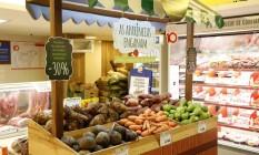 Legumes e verduras fora do padrão são vendidas com desconto no Super prix Foto: Fabio Rossi / Agência O Globo