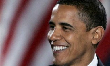 Em 2008, Barack Obama discursa a seus apoiadores em evento de comemoração à vitória nas eleições presidenciais Foto: Jim Bourg / REUTERS