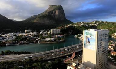 Propaganda em hotel na Barra chama atenção de quem chega ou sai do bairro Foto: Reneé Rocha / Agência O Globo