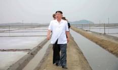 Líder norte-coreano, Kim Jong-Un visita cidade de Nampoo Foto: KNS / AFP