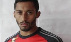 O zagueiro César Martins, do Flamengo, foi alvo de agressão de torcedores depois de ter sido reintegrado ao elenco rubro-negro Foto: Divulgação / Flamengo