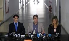 Delegados Alessandro Thiers (DRCI), Fernando Veloso (chefe da Polícia Civil) e Cristiana Bento (DCAV) na Cidade da Polícia. Eles falam sobre caso de estupro coletivo de menor Foto: Guilherme Pinto / Agência O Globo
