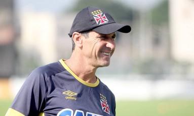 Jorginho sorri durante o treino do Vasco nesta sexta-feira Foto: Divulgação