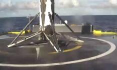 Imagem divulgada na rede social Twitter pela SpaceX mostra o primeiro estágio do foguete Falcon 9 usado no lançamento desta sexta-feira pousado no deque da plataforma Foto: Reprodução/SpaceX