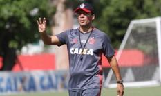 Técnico interino, Zé Ricardo orienta o Flamengo no treino desta sexta Foto: Divulgação