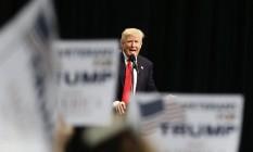 Trump faz discurso em comício na cidade californiana de San Diego Foto: Chris Carlson / AP