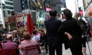 >Sonho americano.>Ko Yong-suk e Ri Gang na Times Square: ajuda da CIA Foto: Yana Paskova/Washington Post