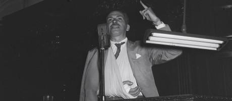 Violência. Mario Martins (UDN) discursa na Câmara dos Deputados: agredido pela PM durante invasão da sede da UNE Foto: 01/06/1956 / Agência O Globp