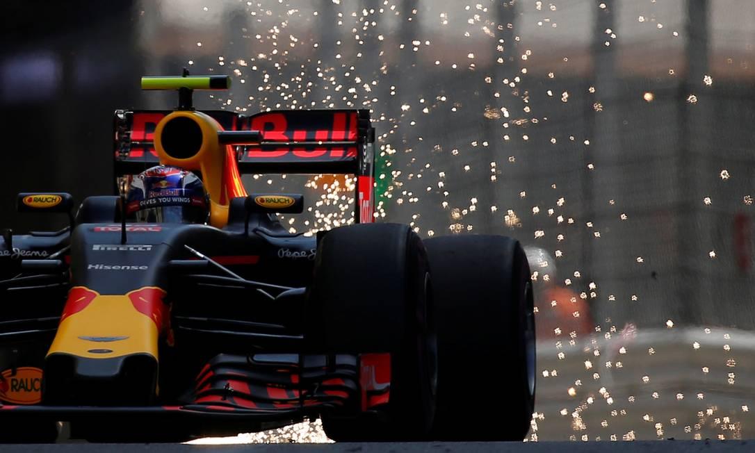 Daniel Ricciardo, da RBR, conquista a primeira pole na carreira ERIC GAILLARD / REUTERS