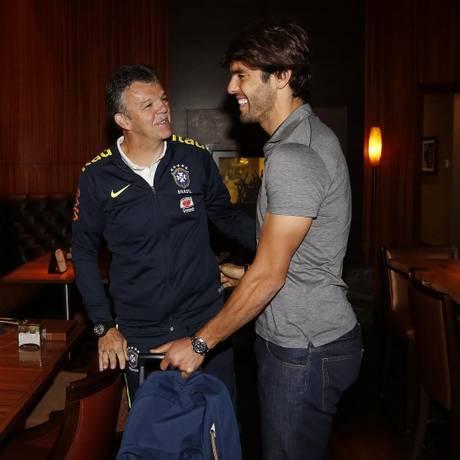 Kaká é recepcionado por Dunga e Gilmar Rinaldi em Denver, nos EUA Foto: Divulgação - CBF