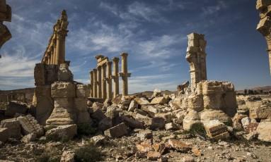 Colunas romanas em Palmira, na Síria, destruídas pelo Estado Islâmico Foto: BRYAN DENTON / NYT