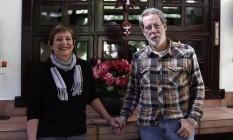 Incômodos. Lívia e Henrique receberam flores de Temer, mas temem manifestações Foto: Edilson Dantas