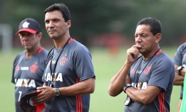 O técnico interino do Flamengo, Zé Ricardo, observa os jogadores no último treino antes de enfrentar a Ponte Preta Gilvan de Souza Foto: Gilvan de Souza / Divulgação Flamengo