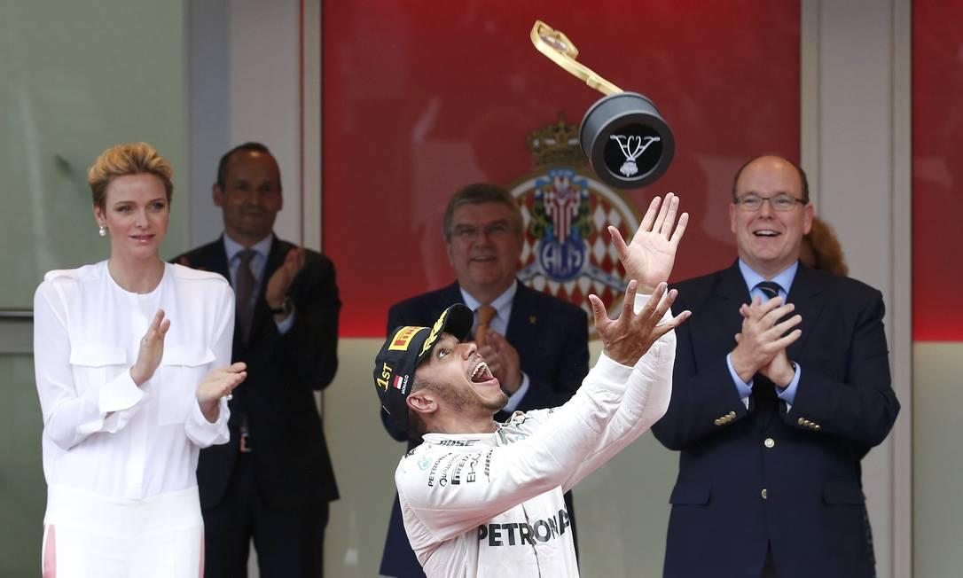 Foi a primiera vitória de Hamilton em 2016 ERIC GAILLARD / REUTERS
