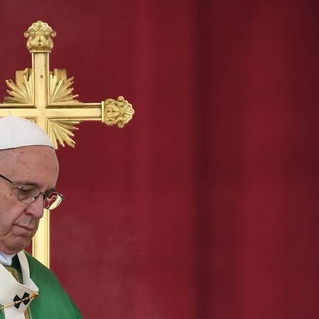 É a primeira vez que Francisco diz publicamente que não vai abandonar o papado Foto: VINCENZO PINTO / AFP