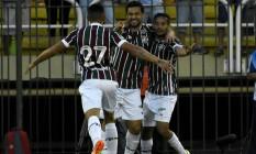Douglas (27) corre para abraçar Fred, do gol da vitória do Fluminense sobre o Botafogo, e Gustavo Scarpa na comemoração Foto: Mailson Santana / Divulgação Fluminense