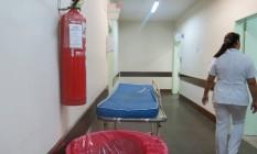 O Hospital Getúlio Vargas, na Penha: os extintores que estavam nos corredores até a semana passada tinham o prazo vencido em março deste ano Foto: Agência O Globo / Vera Araújo