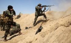 Forças iraquianas combatem o Estado Islâmico perto do vilarejo de al-Sejar, no nordeste de Falluja Foto: AFP