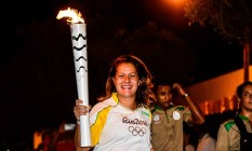 Carol carrega a tocha em Paulo Afonso, na Bahia Foto: William Lucas/Divulgação