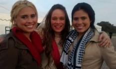 Louise (à esquerda) e Amanda com Mariana Ximenes Foto: Arquivo pessoal